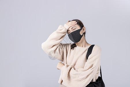 带着口罩头疼的女孩图片