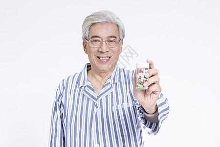 老年病人吃药图片