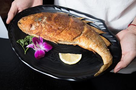 金黄炸鲤鱼图片