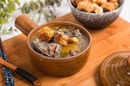 巴西菇炖乌鸡图片