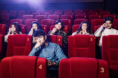 青年朋友看悲伤电影图片