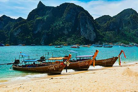 泰国海岛边的船图片