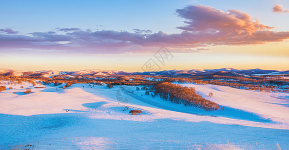 坝上草原的雪景图片