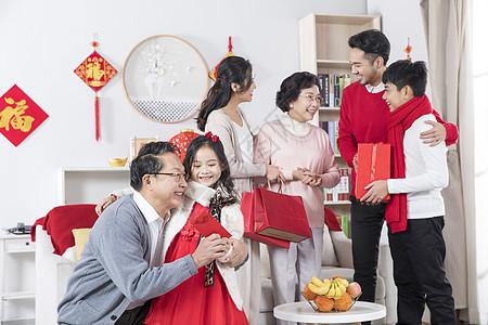 新年家庭发红包图片