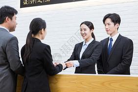 前台接待客人图片