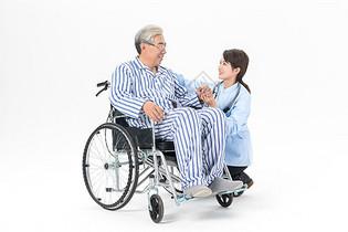 护工陪伴老人图片