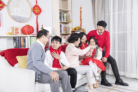新年一家人交谈图片