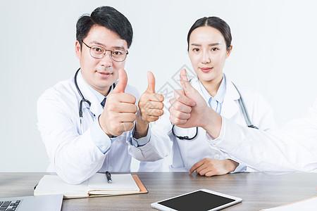医疗会议医生们举大拇指图片