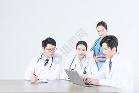 医疗团队会议讨论图片