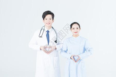 年轻医生和护士比心图片