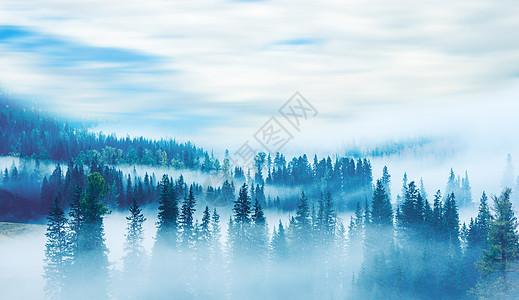 山间云雾缭绕图片