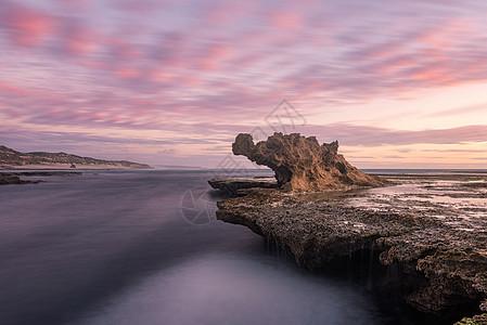 澳洲墨尔本龙头石图片