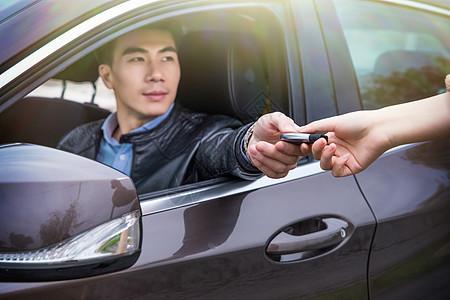 汽车销售车钥匙交付图片