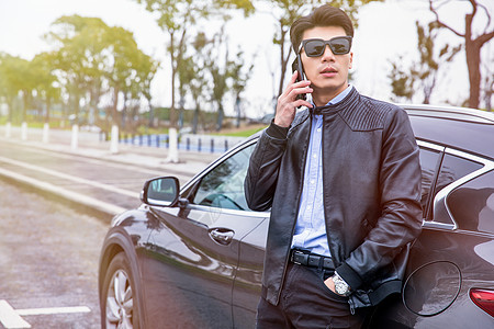 司机手机接电话图片