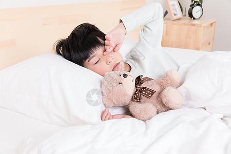 赖床的小朋友图片