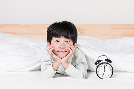 早上起床的小朋友图片