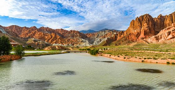 新疆库车大峡谷地貌图片