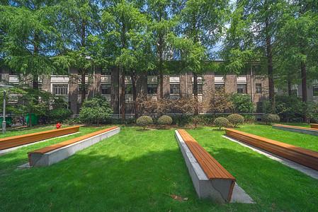 上海复旦大学任重书院景观草坪图片