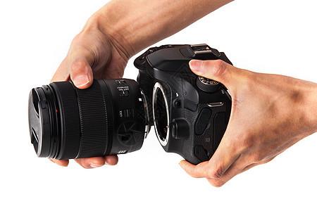 手持相机换镜头图片