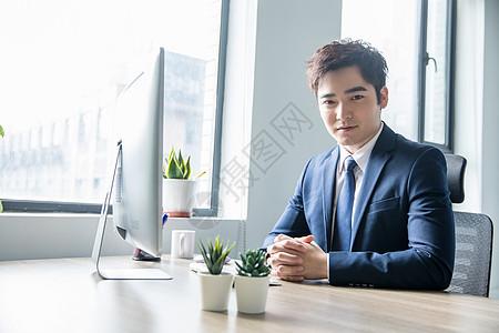 办公室商务男士形象图片