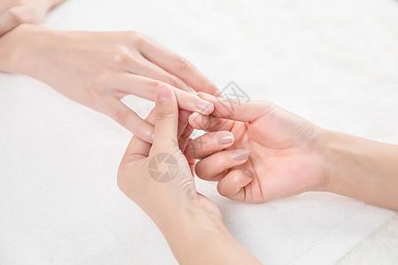 女性美甲手部特写图片