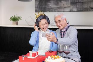 老年人过生日图片