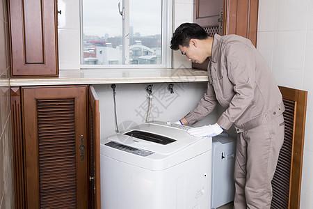 工人家电维修洗衣机图片