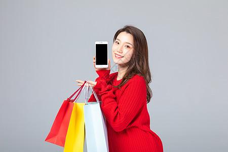 购物女性拿着手机图片