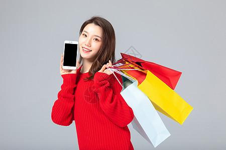 618购物女性拿着手机图片