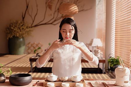 美女品茶 图片