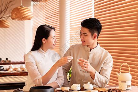 品茶的情侣图片