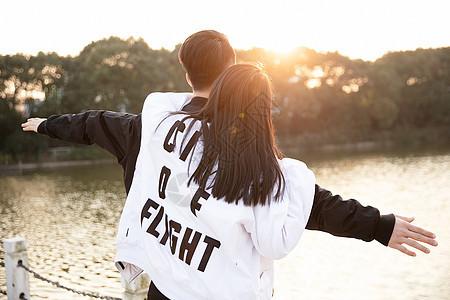 情侣比心图片