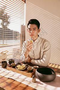 茶室吃点心的茶艺师图片