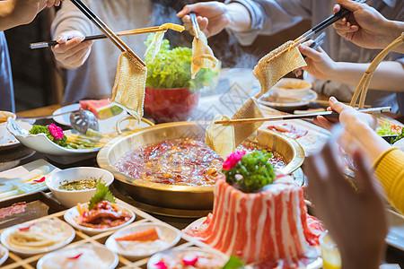 青年火锅聚餐图片