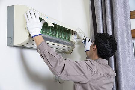 工人上门维修空调图片