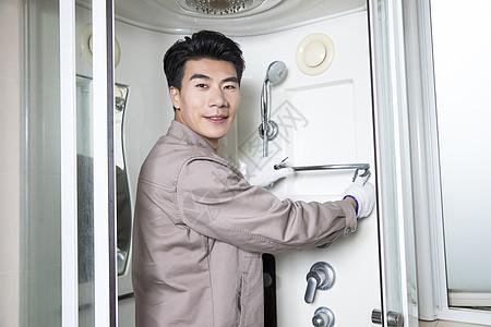 工人上门维修卫浴图片