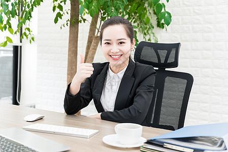女性商务办公点赞图片
