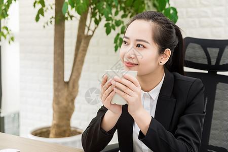 职场女性喝咖啡图片