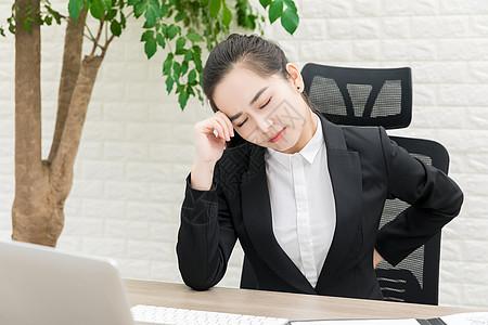 职场商务女性不适图片