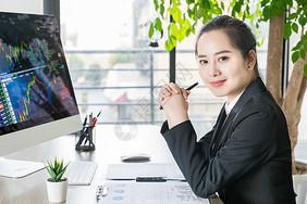 商务女性职场形象图片