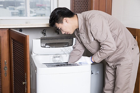 工人上门维修洗衣机图片