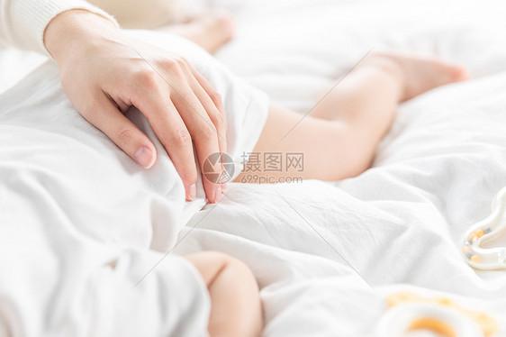 妈妈抱着宝宝入睡图片