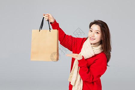 购物女性推荐动作图片