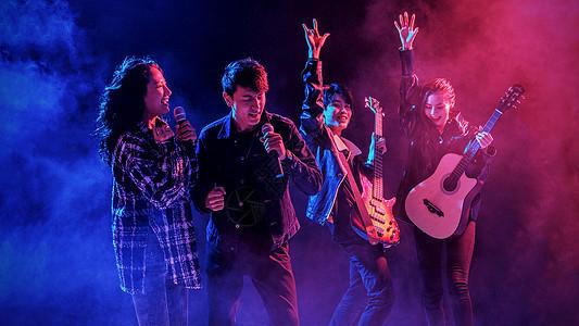 夜店乐队演奏歌唱图片
