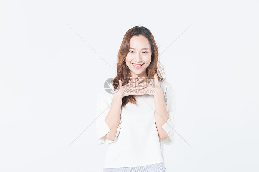 年轻女性开心图片