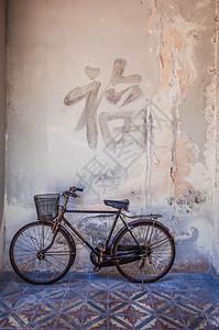 潮汕陈慈黉故居老自行车图片