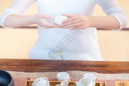 茶道美女端茶图片