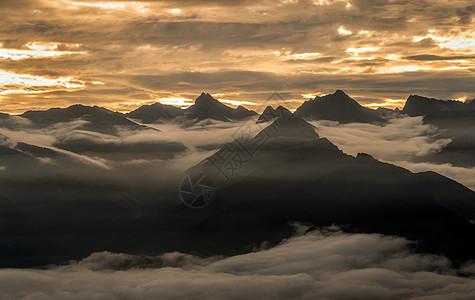 牛背山云海日出云层图片