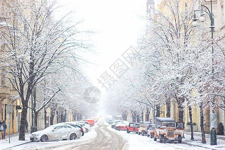 雪后布拉格街道图片