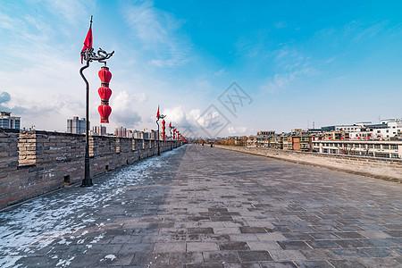 西安城墙雪景图片